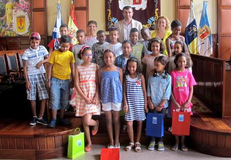 Resultado de imagen de Menores saharauis del programa solidario 'Vacaciones en paz' visitan Los Realejos con sus familias de acogida