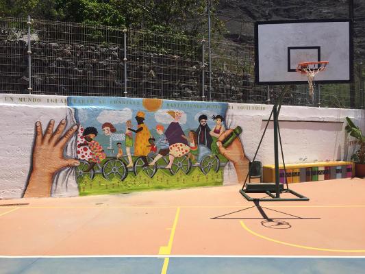 El Mundo Patas Arriba genera un gran mural en el CEO Nereida Díaz Abre