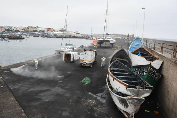 Se desinfecta el Muelle el Arguineguín por personal municipal