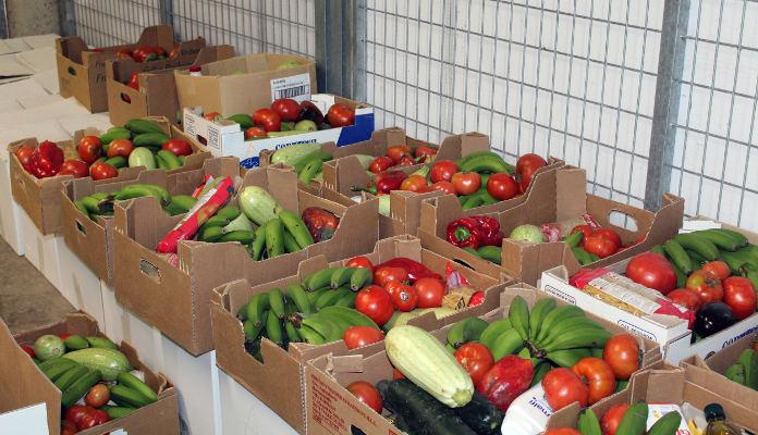 Vecinos y agricultores donan alimentos a 153 familias del municipio