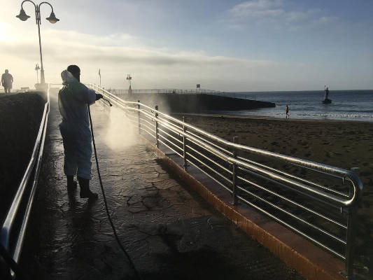 Telde intensificará la limpieza en la costa tras la reapertura de las playas