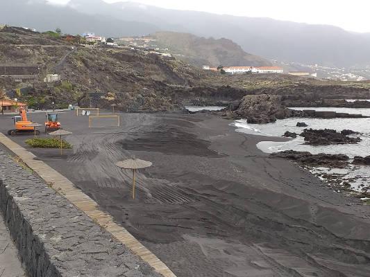 Se ejecutan trabajos de mejora y seguridad en la Playa de los Cancajos