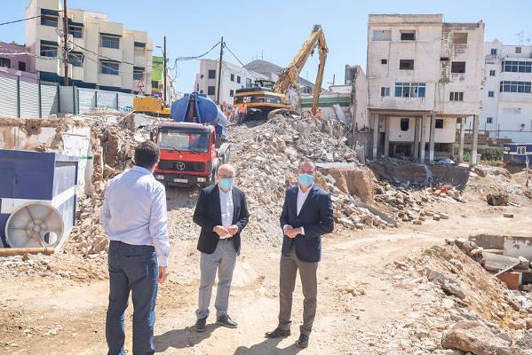 El derribo de dos edificaciones en Gáldar para contar con aparcamientos