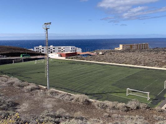 El Pinar mejora el terreno de juego del campo de fútbol de La Restinga