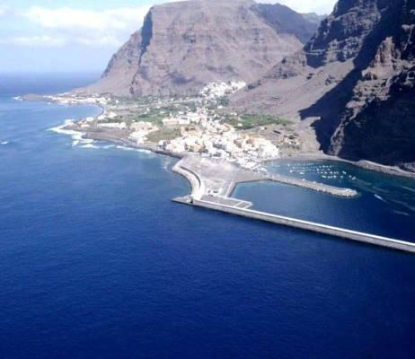 Valle Gran Rey apuesta por su litoral y comienza su limpieza