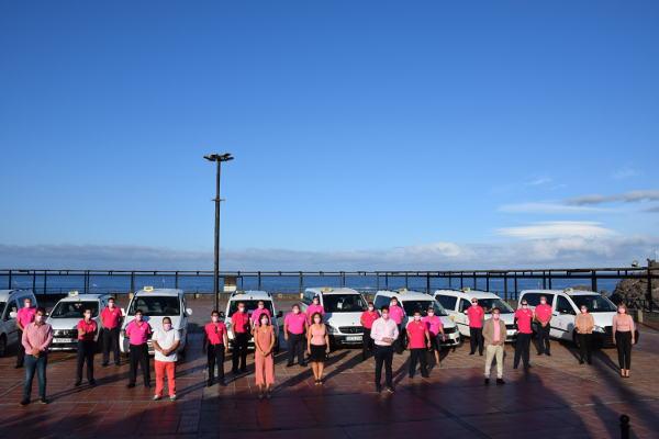 La Asociación Taxis se viste de rosa para visibilizar el cáncer de mama