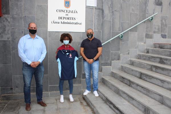 El Ayuntamiento agasaja a Isabel Ruiz, campeona de España en Triatlón B