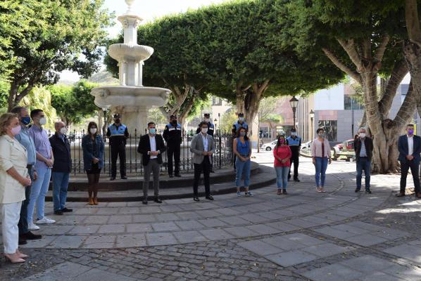 minuto de silencio en solidaridad con las víctimas de la violencia de género