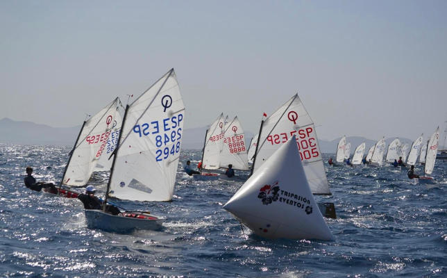Se reanuda la competición oficial de vela clase Optimist de Canarias