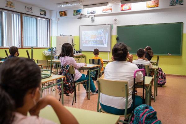 Se fomentará la inmersión lingüística en los colegios públicos