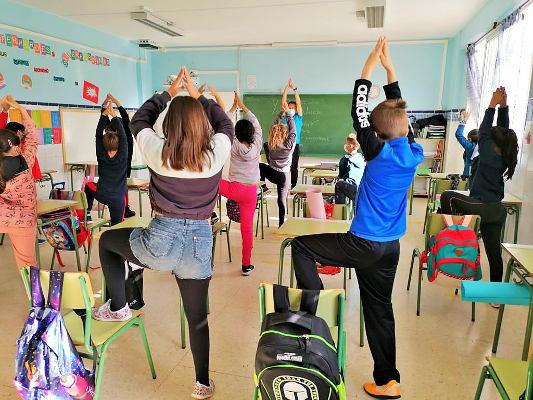 El Yoga como técnica deportiva y relajación llega a los centros de estudio