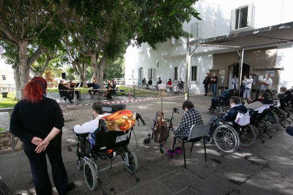 La Sinfónica de Tenerife ofrece un concierto en el Hospital Febles Campos