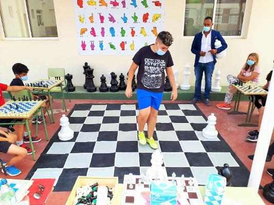 Clases de ajedrez en los centros de estudio de Antigua