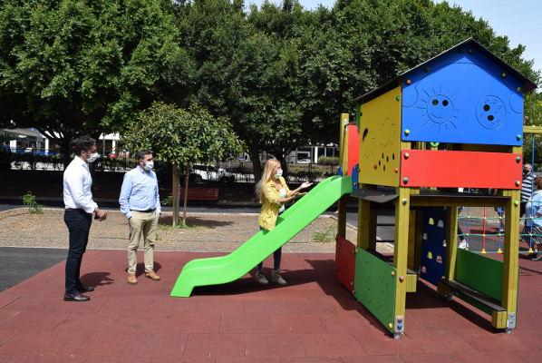 Tres parques infantiles refuerzan la seguridad en las zonas de recreo