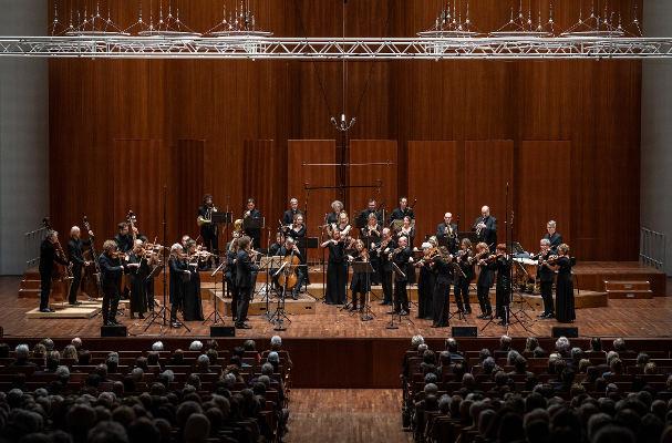 La Orquesta Barroca de Friburgo recorre las islas con universo Bach