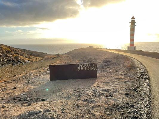 El Faro de Sardina regala a la vista las bellezas naturales de la costa